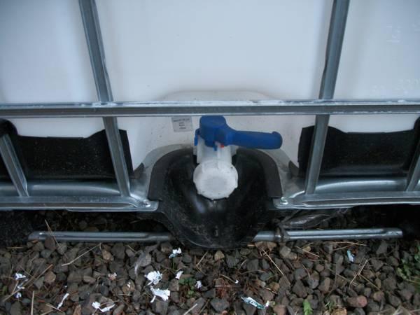 275 Gallon IBC Plastic Totes for Koi Pond Filtration